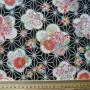 asanoha et grandes fleurs fond noir