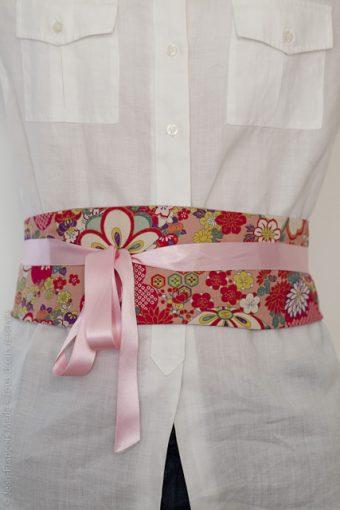 ceinture fleuri et boules temari rose
